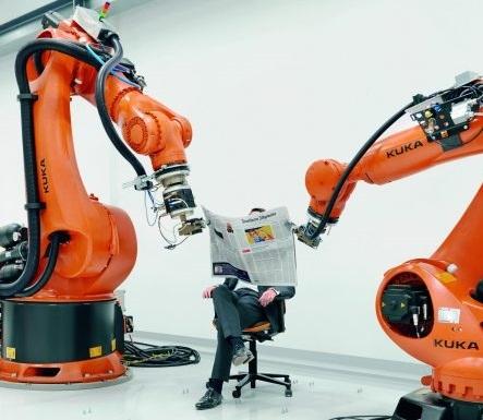 А что, если газету заменить учебником, а менеджера - студентом?! Нужен третий робот - держать студента!!!